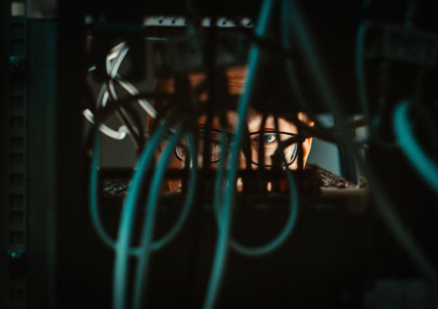 Serwery firmowe wykorzystywane w cybernetycznym podziemiu